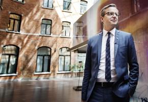 Närings- och innovations- minister Mikael Damberg vill att staten ska underlätta för industriföretagen att bli bättre.