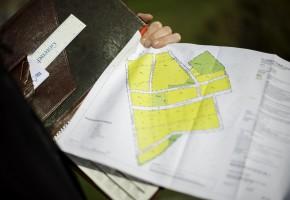 Kent Björvang från Götenehus beskriver hur olika tolkningar av detaljplanen gjorde att en del av deras byggen i Riksten försenades.