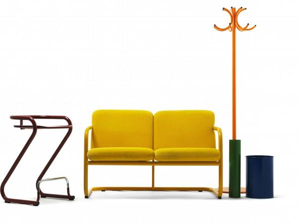 Med S70-serien kom formgivarna Börge Lindau & Bo Lindekrantz lekfulla, färgstarka och glada attityd till Lammhults. Det var sent 60-tal, revolt låg i luften och S70 gjorde verkligen ett förändringens avstamp. De rejäla stålrören och de klara färgerna var en perfekt blandning av popkultur och modernistisk designtydlighet