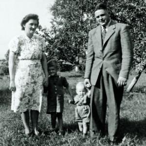 Kinnarps grundare, Evy och Jarl Andersson, tillsammans med två av sina söner.