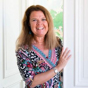 ANNA DYHRE Gör: Föreläsare, rådgivare och författare inom employer branding.  Bakgrund: Göteborgare som bor i Stockholm, juristexamen.  Aktuell: En av talarna på TMF:s årsmöte i slutet av april.