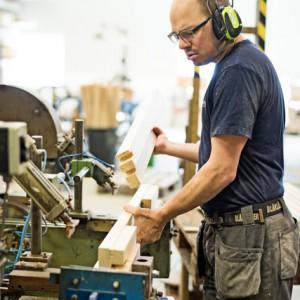 Vindelåns snickeri är ledande i Sverige på att tillverka karmar till ytterdörrar