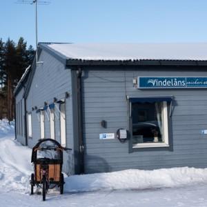 Några mil norr om Lycksele ligger Rusksele och Vindelåns snickeri.