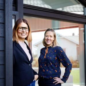 Par i chefer: Frida Scherdén (t.v.) och Anna Hernefrid – vd för Eksjöhus respektive Vårgårdahus.