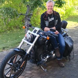 På fritiden åker Rickard motorcykel – ett bra exempel på hur man konkret kan tänka på risker, riskbedömningar och riskreducerande åtgärder.