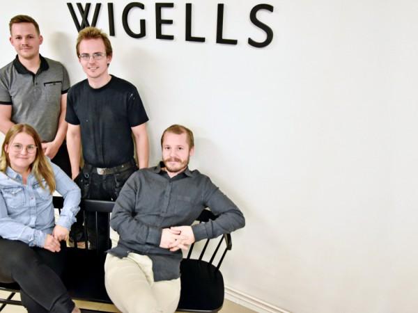 Fyra unga entreprenörer har tagit över det 152 år gamla företaget. Från vänster Lovisa Lidåker, Teodor Axelsson, Ludwig Axelsson, Simon Lidåker.