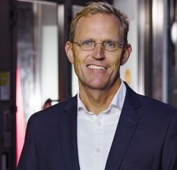 Stefan Lind tar över på Hjältevadshus
