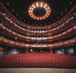 Gärsnäs stolar får nytt liv på operan Award