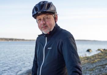 Lars Bülow är ute och cyklar